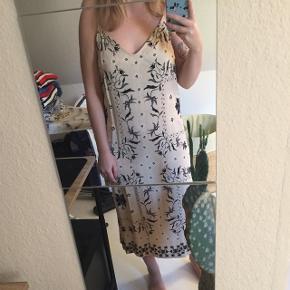 Fin kjole fra H&M trend købt i sommers 🐝