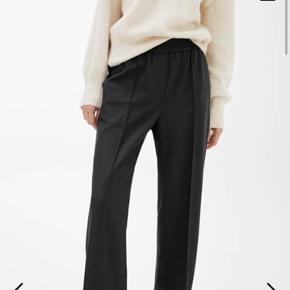Sælger mine helt nye arket bukser i str 38, de er alt for store til mig derfor sælger jeg dem