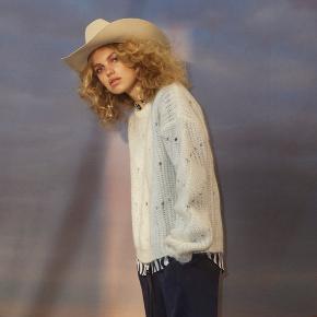 Utrolig smuk sweater i virkelig god kvalitet. Brugt få gange. Som NY.  Style Una.  50% kidmohair 30% Wool 20% Nylon