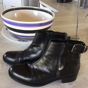 Super velholdte skind støvler - ikke brugt meget og bliver ikke brugt mere