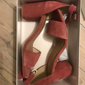 Agnes Cecilia heels
