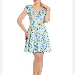 Super lækker kjole med flotte margueritter ☺️ Mål: Bryst: 121,5 Talje: 109,5