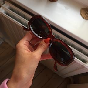 Retro solbriller fra 90'erne. God stand.