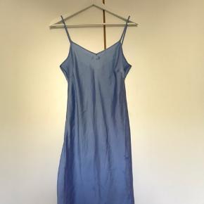 """Sælger min smukke """"Jasmine dress"""" fra Stine Goya. Har brugt den 2 gange, og den fremstår derfor som ny."""