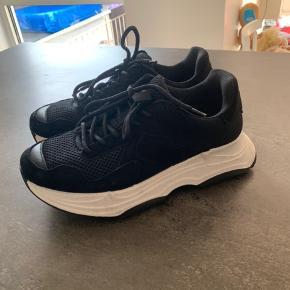 Helt nye Bianco sneakers. Original æske medfølger