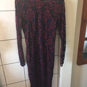 Super fin kjole fra ganni, har bare dsv aldrig fået den brugt, så nu syntes jeg den ska videre. Nypris var ca 12-1300,-. Fejler intet.