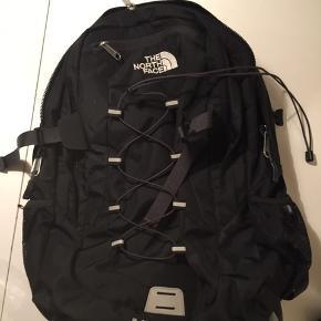 Sælger denne super fede unisex north Face taske. Fejler Intet, stort set som ny.  400kr så det din. Ellers byd