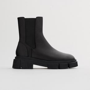 Helt nye støvler  Populære, udsolgt på ZARA  Sælger da de er for små. Det passer en normalt 38