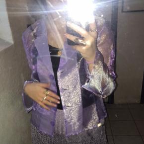 Rigtig fin skjorte/blazer fra hosbjer i lilla Byd