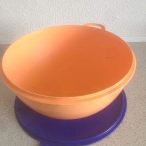 Tupperware skål 7.5 liter, brugt, 150kr 😊  6700 Esbjerg 😊