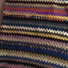 Retro tæppe   Ca 148 x 91 Har også et der er lidt større til 110 kr