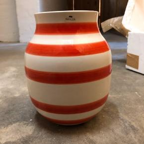 Kähler vase sælges Ingen skår, skader eller er beskidt Aldrig brugt  Nypris: 300kr Byd gerne Hentes i Glostrup