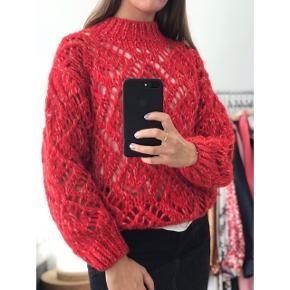 Stine Goya Alex Sweater fra PF19 kollektionen der stadig er i butikkerne. Helt ny med prismærke - aldrig brugt.  Str. XS (fitter XS/S). Nypris: 1.800,-