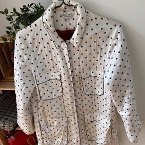 Købte en brugt ganni jakke fra en anden sælger, dog bruger jeg den aldrig.  Køberen sagde hun havde brugt den lidt. Og jeg betalte selv 800kr  Kom gerne med pris ☺️