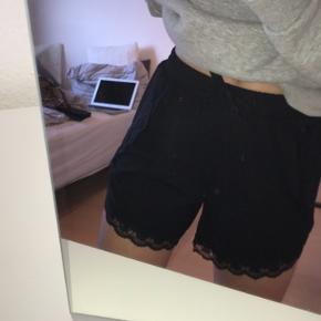 Super fine shorts med blonde i kanten