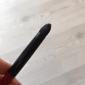 Makeup børste fra Smashbox. Brugt få gange og vasket inden sat til salg. Købt i magasin