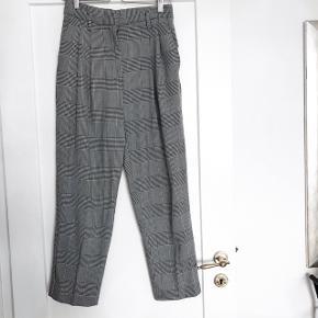 H&M bukser   størrelse: 38   pris: 150 kr   fragt: 37 kr