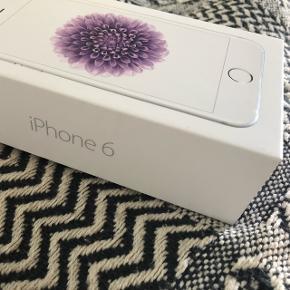 Hvid iPhone 6, 16 GB  2 år gammel. Tabt for et halvt år siden, derfor skal skærmen repareres. Udover skærmen er den klar til brug.   Byd gerne :)