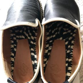 Beautiful leather espadrilles in size 37. True to size. Worn 3 times. Barely used with small signs of wear.