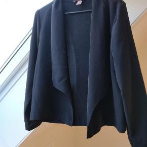 Varetype: Smart cardigan / jakke Farve: Se billeder Prisen angivet er inklusiv forsendelse.  Lille revne ved syning... Se billeder