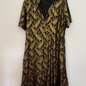 Flot kjole, som egentlig blev købt til nytåret, men alligevel ikke helt var min stil