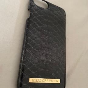 Ideal Of Sweden Cover til iPhone 7/8  Nypris: 250 Coveret er knækket i hjørnet, derfor den billige pris. Man lægger dog ikke mærke til dette, når coveret er i brug.