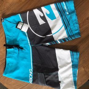 Nye smarte shorts med lomme på det ene ben.. Str 34 Livvidde 46 cm Sommer - ferie - vand - svømmehal