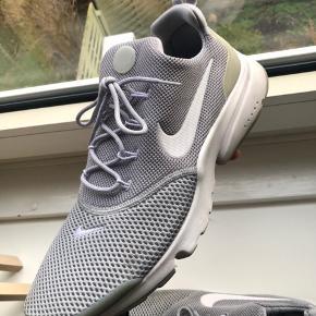 Nike sneakers, brugt 2-3 gange.