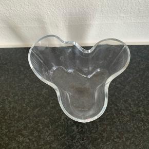 Ittala Ivar Aalto vase lille højde 9,5 cm. Klar glas. Perfekt stand. Kan sendes for 39 kr.