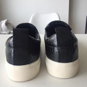 Har aldrig gået i skoene da jeg kom til at købe den forkerte størrelse! Super bløde og behagelige såler!