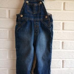 Benetton Baby Overall i str 66. Blød baby jeansstof, med knapper ved benene og ved skulderen. 100 % bomuld