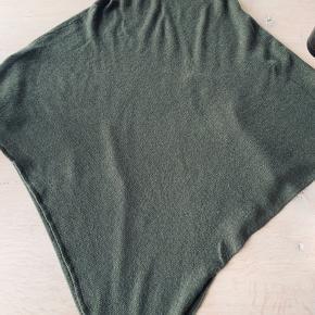 Brugt et par gange - perfekt over skjorte eller en kjole - farven er utrolig smuk til efteråret Pp og ts gebyr