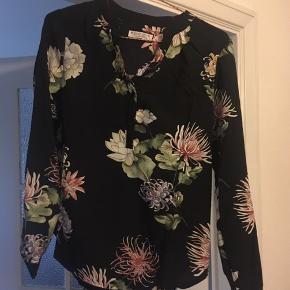 Sød bluse fra Moca Clothing 🌸