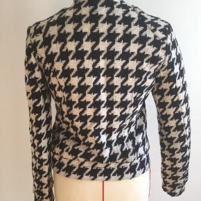 Houndstooth jacket  Size 34