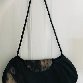 Super lækker taske i skind og sæl måler 39x18x4 cm