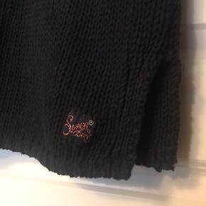 Fed bomuldsstrik, perfekt over T-shirten en kold sommerdag😊 der spares 475kr på denne strik. Sælger super billigt ud👍