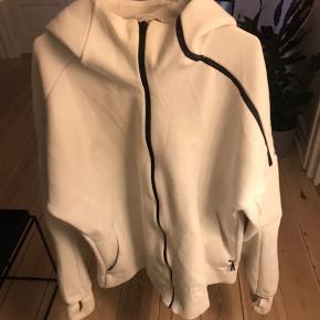 Adidas jubilæums trøje Z.N.E Hoodie.   Står som large, men føles mindre.   Nypris 799,-