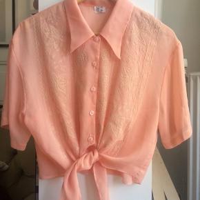 Virkelig flot vintage skjorte med korte ærmer. Størrelse 14.