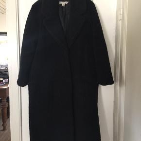 Teddybear frakke i str L. Fin stand. Trykknapper og sidelommer. Pris 200,- pp Bytter ikke.