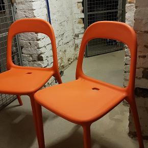 Orange Urban stole fra IKEA. Har også en hvid der ryger med i puljen😊