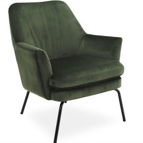 Flot velour lænestol fra Ilva i flaskegrøn/armygrøn 💚  Har ikke haft den særlig længe, så den er kun brugt en smule.