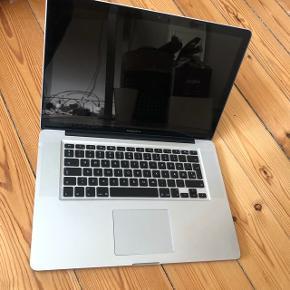 MacBook Pro,A1286, 2.0 GHz i7, 4 GB ram, 500 GB harddisk  DEFEKT - Kan ikke starte op, og jeg ved ikke hvorfor.  Har ikke haft behov for at reperere den, da jeg ikke har viden eller tiden til det, så jeg har købt en ny.  Afhentes som beset.  Kosmetisk god stand.