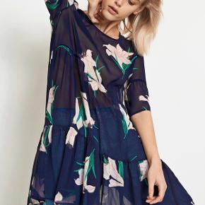Fejler intet - kjole i fineste print