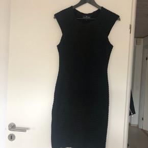 Designers Remix - Mont Flare kjole.  Str. L, men er lille i str. og passer en str. M.  Aldrig brugt.  Byd