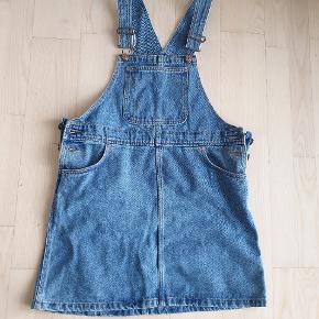 Overall nederdel Str small, men kan passes af m eller l. Meget oversize :)  Brugt en gang