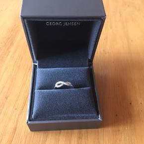 Infinity ring med brillanter - aldrig brugt, og der er stadig garanti som medfølger. Str 54 Nypris 5000