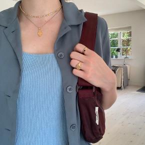 Ganni taske i camo-print 🌸 Kan både bruges som skuldertaske og crossbody da remmen er justerbar. Se min anden annonce for flere billeder🦋 Sælges da jeg har købt mig en anden taske.