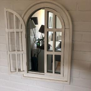 Fint spejl i rustik stil. Giv gerne et bud.