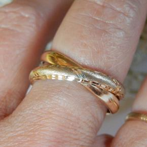 Skøn Guldring  585 gul guld Ring størrelse 57,5 Ring bredde ca 6,5 mm