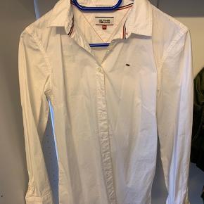 Brugt engang - lang skjorte og meget fin.